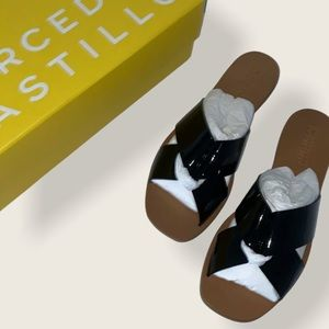 BRAND NEW Mercedes Castillo sandals